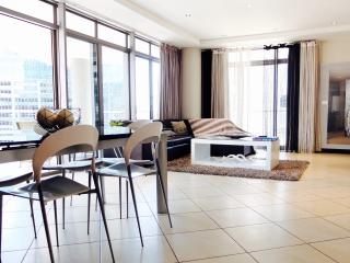 Superior two Bedroom Icon apartment - Cape Town vacation rentals