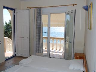 1 bedroom Condo with Housekeeping Included in Agia Fotini - Agia Fotini vacation rentals