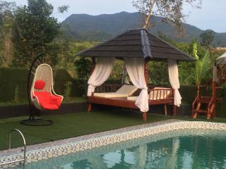 LORENT LA VILLA - Padang vacation rentals