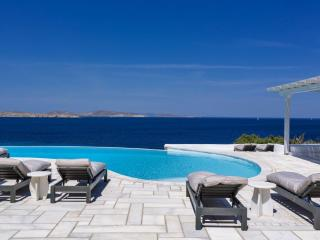 Gorgeous 7 bedroom Villa in Aggelika - Aggelika vacation rentals