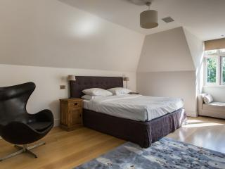 One Fine Stay - Millfield Lane apartment - London vacation rentals