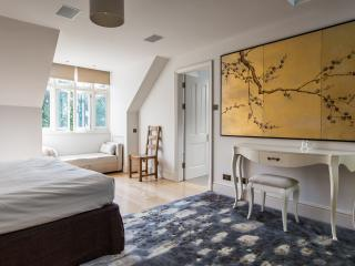 onefinestay - Millfield Lane apartment - London vacation rentals