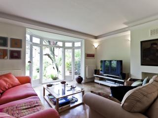 Romantic 1 bedroom House in London with Internet Access - London vacation rentals