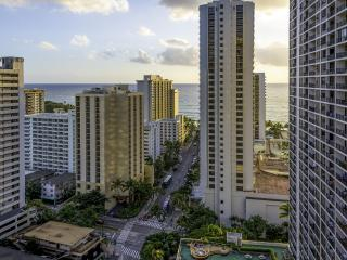 AWESOME UPDATED OCEAN VIEW CONDO - Honolulu vacation rentals
