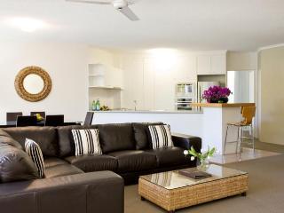 Noosa Tropicana - Two-Bedroom Apartment - Noosaville vacation rentals
