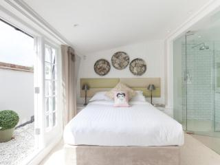 onefinestay - St Luke's Street private home - London vacation rentals
