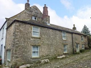 CASTLE HILL COTTAGE, exposed beams, close to castle, pet-friendly, WiFi, in Middleham, Ref 928299 - Middleham vacation rentals