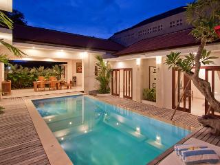 Amazing Villa Kubu d' Kuwum centered location - Seminyak vacation rentals
