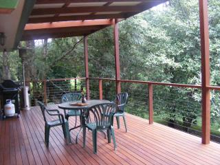 Perfect 2 bedroom Springbrook House with Parking - Springbrook vacation rentals