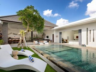 Perfect Villa with Deck and Internet Access - Kerobokan vacation rentals