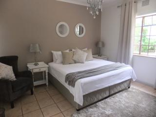 34onGray Large double room with King Size bed - Knysna vacation rentals