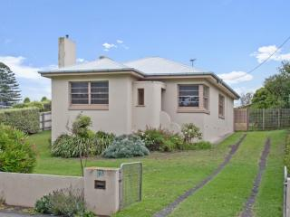 Perfect 2 bedroom House in Port Fairy with Linens Provided - Port Fairy vacation rentals
