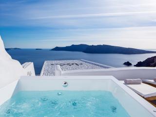 Aegean Magic Villa mini pool, jacuzzi with seaview - Oia vacation rentals