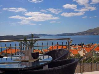 Spacious apartment EL with pool - Okrug Gornji vacation rentals