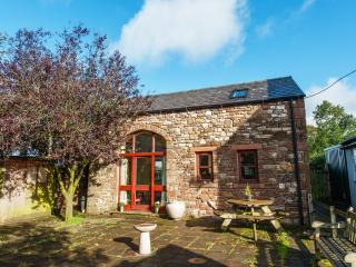 Bright 2 bedroom Appleby Barn with Internet Access - Appleby vacation rentals