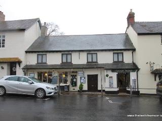 The Hideaway, Dunster - Spacious apartment for up to 6 guests in Dunster High Street - Dunster vacation rentals