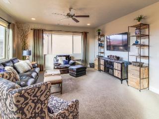 Spacious home w/resort style amenities - sleeps 18! - Santa Clara vacation rentals
