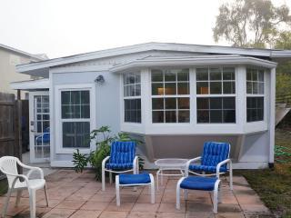 2 bedroom/1 bath Contemporary Beach Cottage - Siesta Key vacation rentals