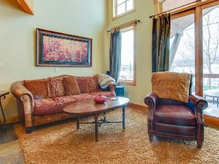 Mountain view townhome with a shared hot tub & private deck! - Dillon vacation rentals