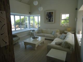 Bright 4 bedroom House in Yzerfontein with Satellite Or Cable TV - Yzerfontein vacation rentals
