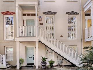 Historic townhouse w/shared courtyard near Forsyth Park! - Savannah vacation rentals