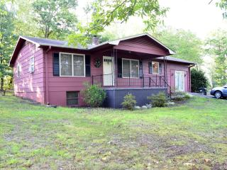 Tally Ho Cottage, very horse friendly w/2 stalls - Tryon vacation rentals