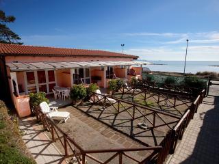 Appartamento Trilocale Mezzanina sul mare - Follonica vacation rentals