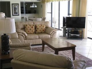 Welcoming 2BR on Gulf side with TV/DVD #211GS - Sarasota vacation rentals