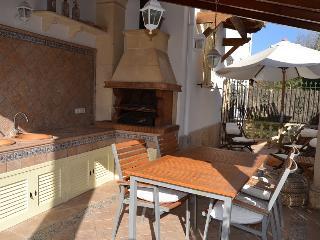 Preciosa planta baja con terraza, jardín y piscina - Puerto de Alcudia vacation rentals