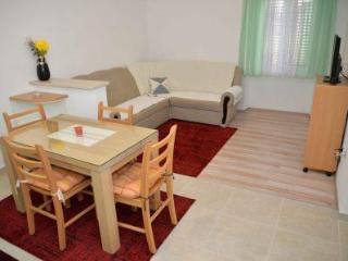 Comfortable 1 bedroom Condo in Betina - Betina vacation rentals