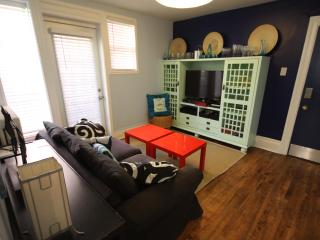 Own washer/dryer/dishwasher, Sleeps 4, Super-Clean - Ottawa vacation rentals