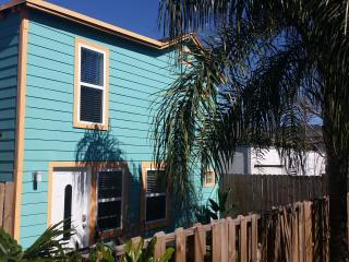 2 bedroom House with Deck in Galveston - Galveston vacation rentals