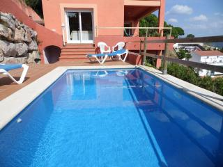 Bright 3 bedroom Sant Cebria de Vallalta Villa with A/C - Sant Cebria de Vallalta vacation rentals