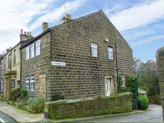 DAILY'S PLACE, character, wodburners,pet-friendly, WiFi in Haworth Ref 929569 - Haworth vacation rentals