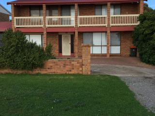 Spacious 4 bedroom House in Port Willunga with A/C - Port Willunga vacation rentals