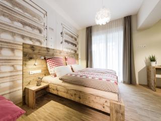 Guest Room in Friedrichshafen - 205 sqft,  (# 9390) - Friedrichshafen vacation rentals