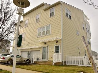 3 bedroom House with Internet Access in Rockaway Park - Rockaway Park vacation rentals