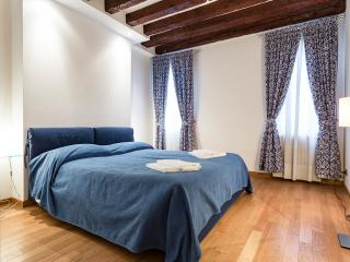 Audrey One Bedroom Three Minutes from Rialto - Venice vacation rentals