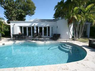 Miami Beach, Waterfront, DEAL Aug $3.520/wk-Sept $3.220/wk - Miami Beach vacation rentals