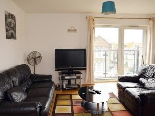 BEAUTIFUL  2 BEDROOM APARTMENT WITH WI FI,SLEEPS 6 - London vacation rentals