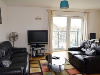 Beautiful 2 Bedroom Apartment,sleeps 6 - London vacation rentals