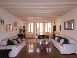 3 bedroom Apartment with A/C in Venice - Venice vacation rentals