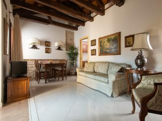Lovely 2 bedroom Apartment in Venice with A/C - Venice vacation rentals
