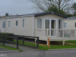 2 Bed Platinum ABI Alderley Caravan Sleeps 4/6 - Par vacation rentals