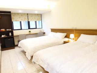01 3 min. to Zhongxiao Fuxing MRT。Newly renovated - Taipei vacation rentals