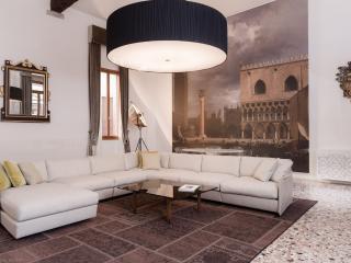 GUARDI DUPLEX PALAZZO MOLIN - Venice vacation rentals