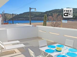 Spectacular front line apartment in Cala Montgó - L'Escala vacation rentals