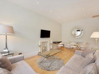 Quiet Belgravia Chelsea 2 Bed Apartment Free WiFi - London vacation rentals