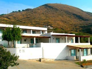 Villa Paradiso panoramica casa eoliana a Lipari - Lipari vacation rentals