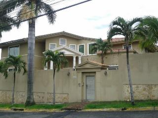 Beautiful Villa with Internet Access and Dishwasher - San Antonio De Belen vacation rentals